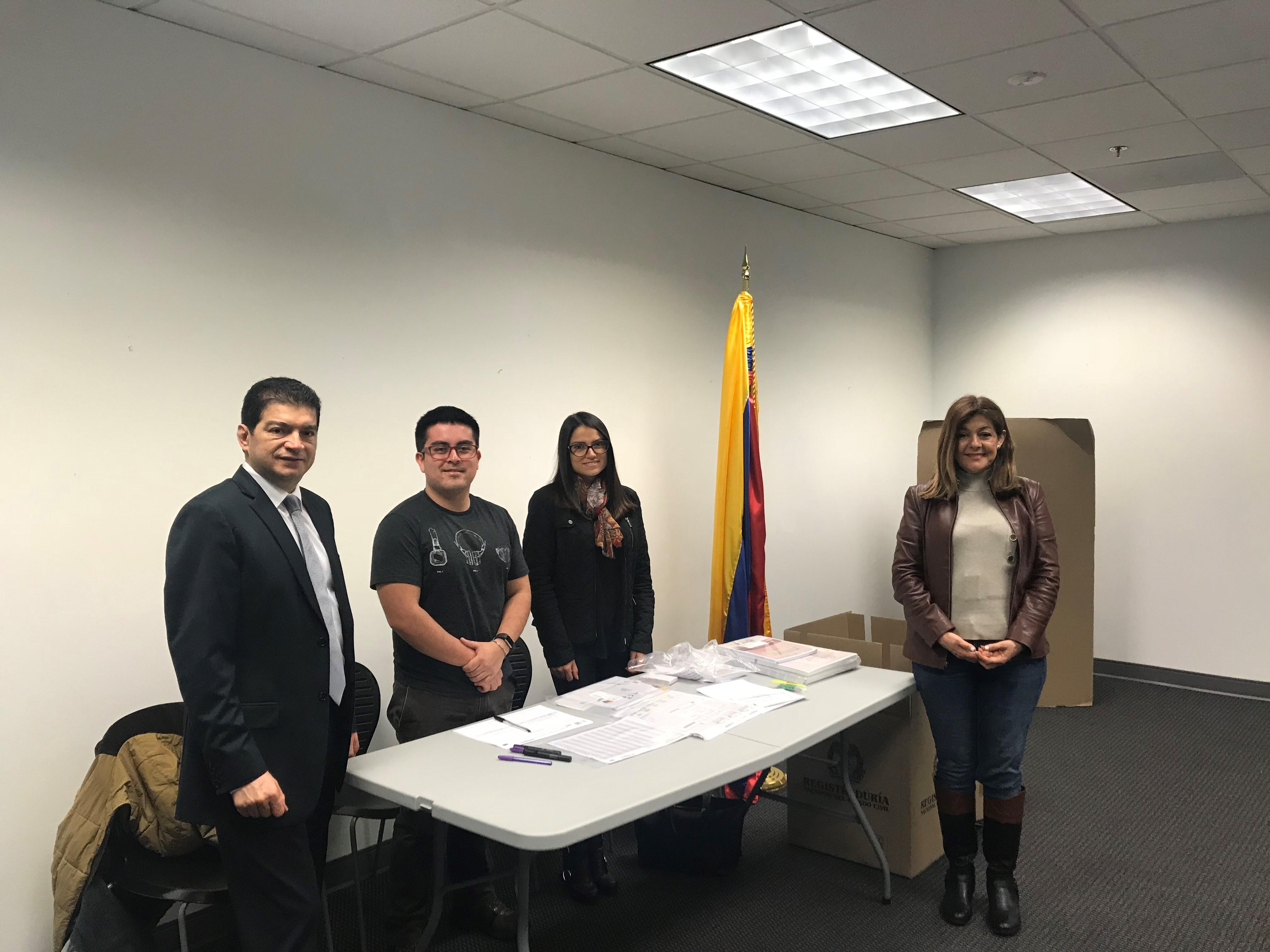 4420cd8009 El Consulado de Colombia en Atlanta dio apertura oficial a elecciones en el  exterior para Congreso